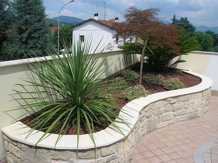 Aiuole garden pinterest aiuole giardino e giardino for Aiuole giardino idee