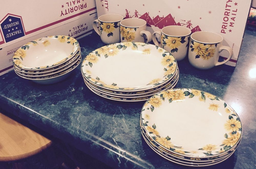 Thomson Pottery SUNFLOWER Dinnerware 4pcs place setting for 4 #ThomsomPottery If you want it you need to bid now