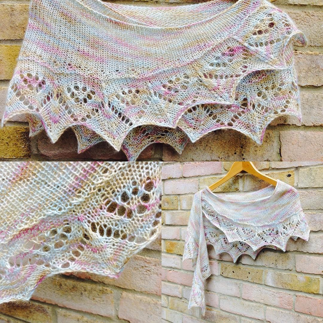 Beautiful Le Weekend Shawlette @ happy_thimble - pretty yarn by ...