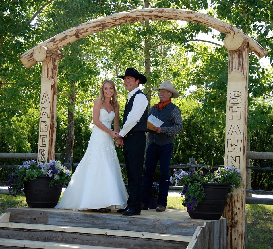 Heartland star Amber Marshall marries longtime boyfriend