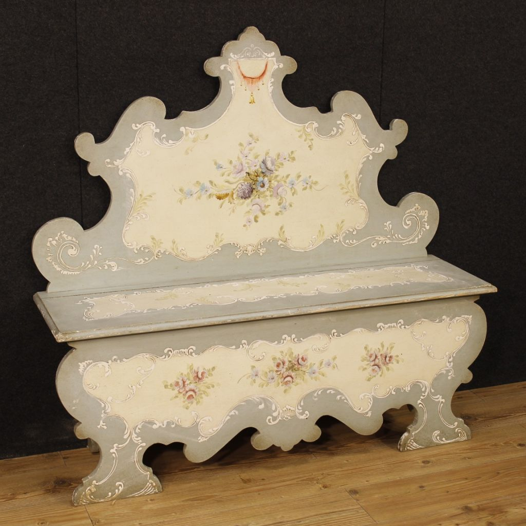 negozio di cucine in stile shabby chic. Venetian Bench Of The 20th Century Furniture In Lacquered And Painted Wood Beautifully Decorated With Floral De Decoupage Furniture Floral Decor Painted Chest