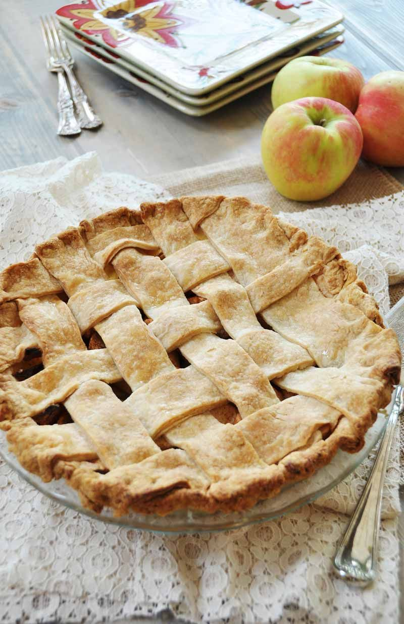 Homemade Apple Cinnamon Pie With A Flaky Vegan Pie Crust Recipe Vegan Pies Recipes Vegan Apple Pie Vegan Dessert Recipes