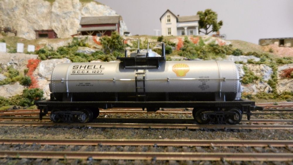 Mantua Tyco HO Shell Single Dome Chemical Tank Car,Exc. #Mantua