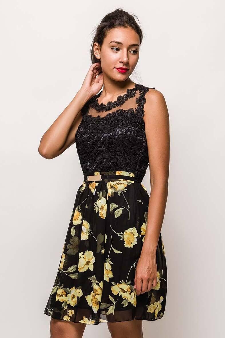 9dc74fb97454 Krátke čipkované čierne šaty s kvetovanou sukňou - Rouzit.sk ...