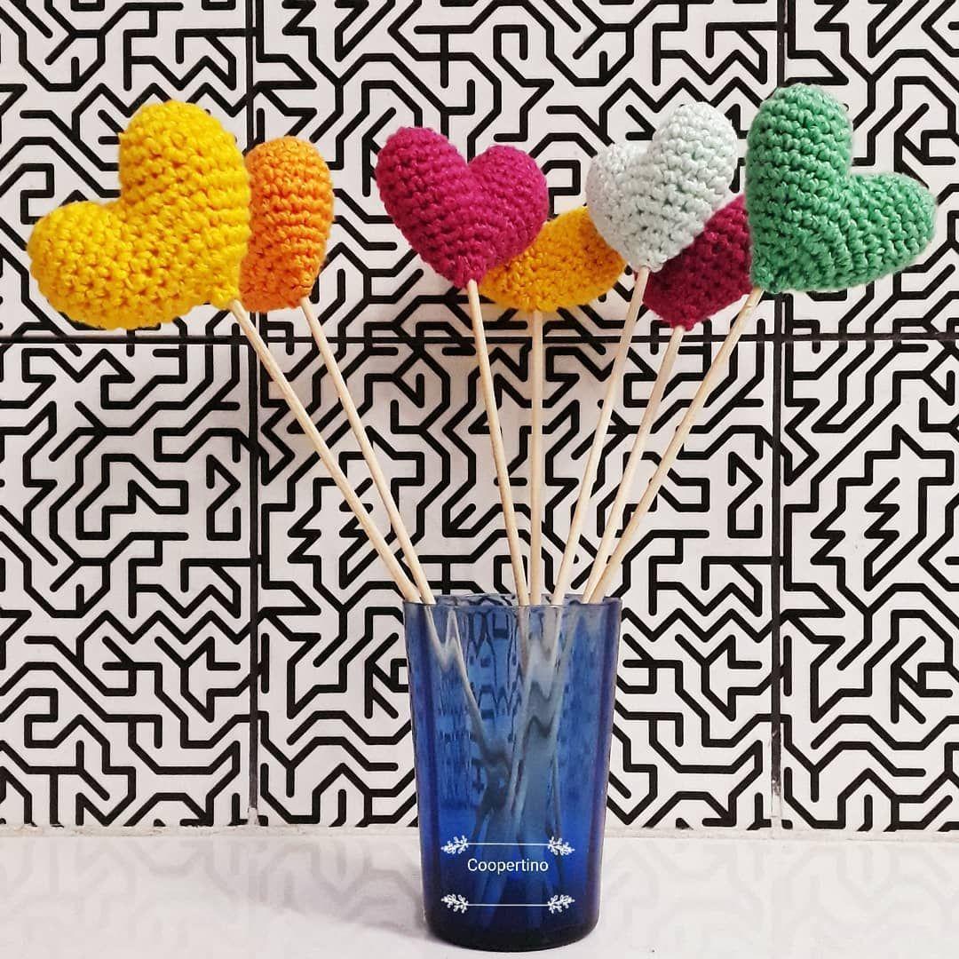 Bouquet de coração! Pronta entrega @casadamaejoannaoriginal Encomendas (53)981308146 . . . . . . #coracao #crocheting #amigurumi #crochet #bouquet #cores #handmade #decoracao #coopertino