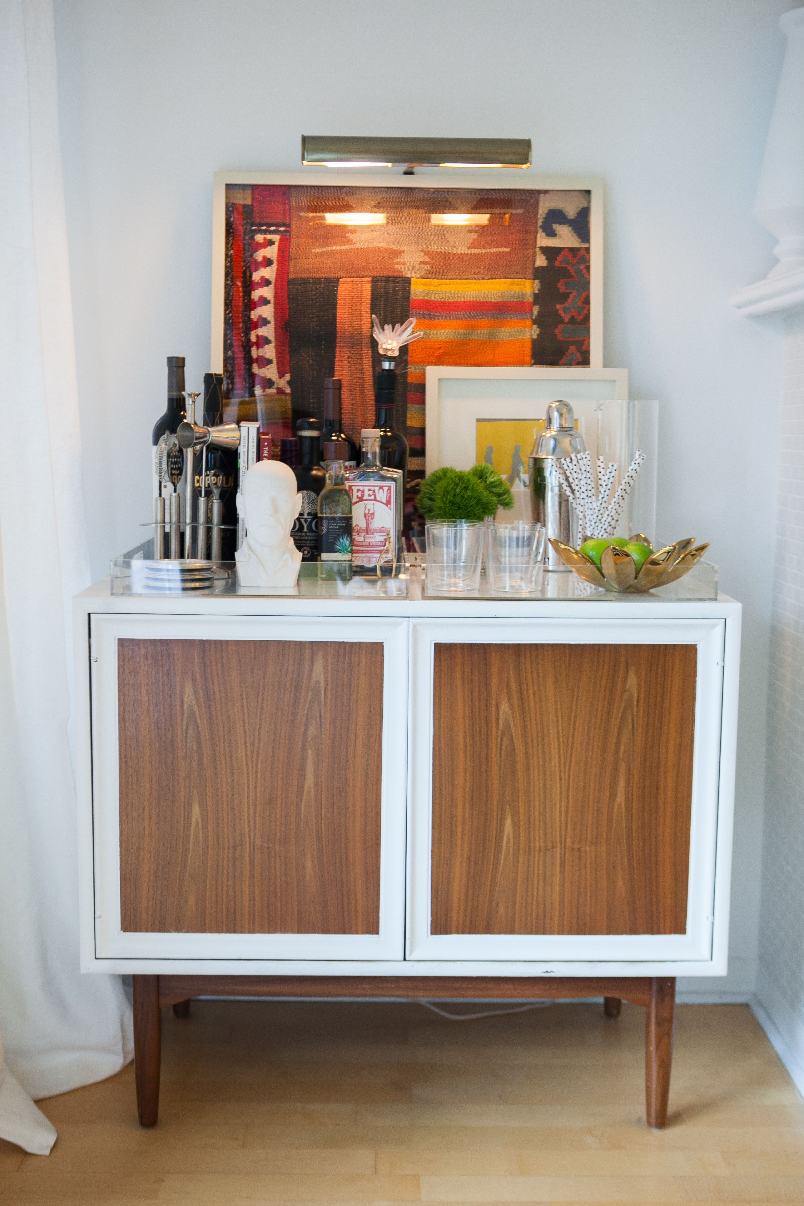 Amelia Canham Eaton S Chicago Apartment Bar Cart Mid Century Modern Decor Living Room Photography By Jennifer Kathryn