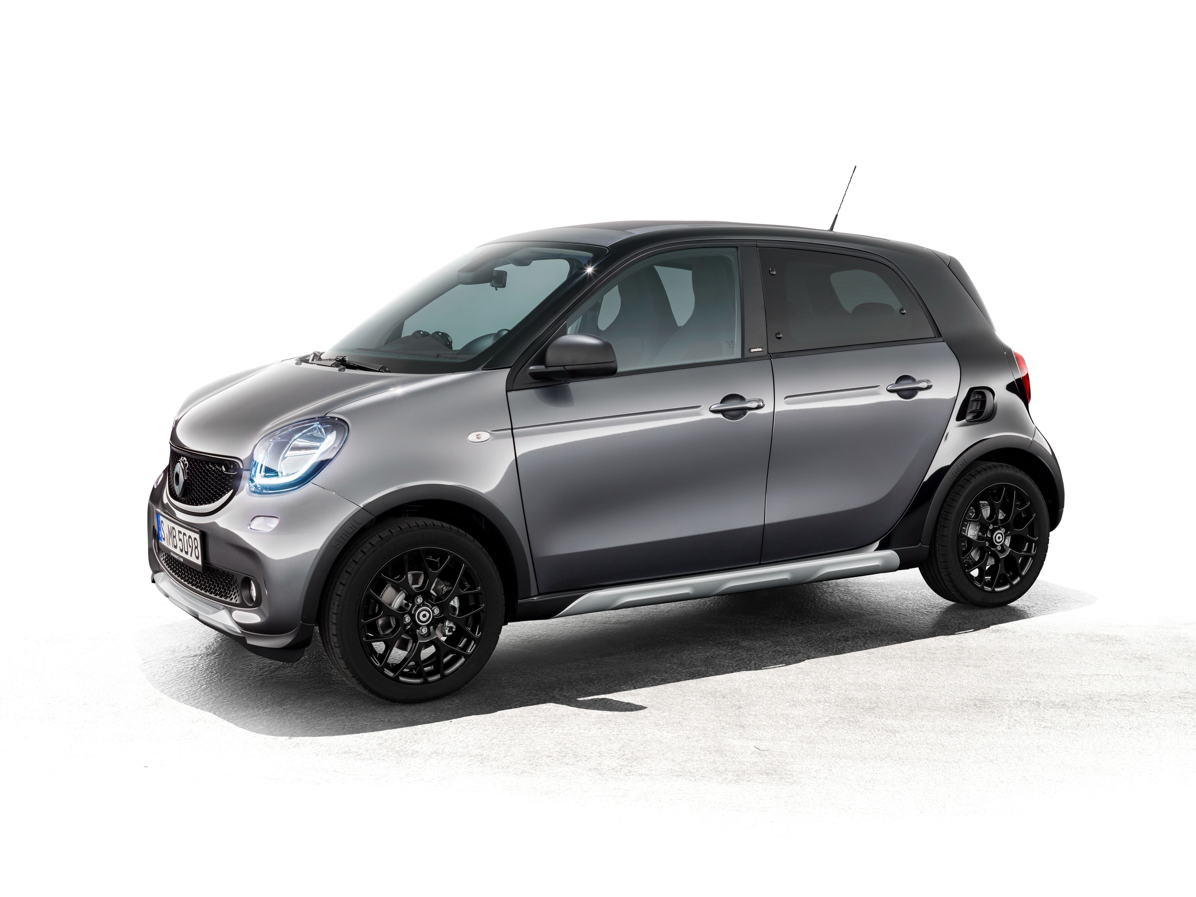 Smart forfour crosstown edition bows in shanghai with special look