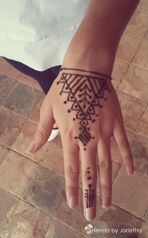 67d767aedb6d4 16 Awesome Looking Wrist Tattoos for Girls | Küçük Hint Kınası ...