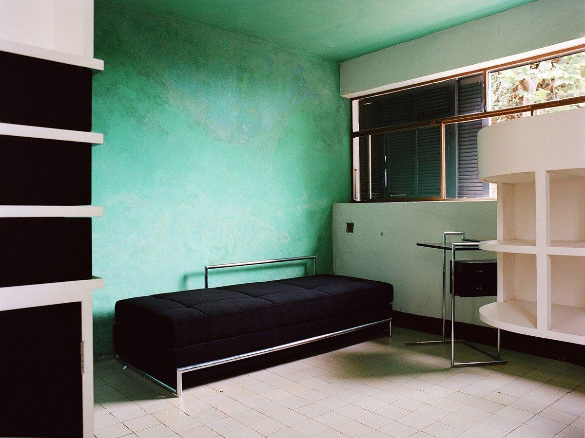 Inside eileen gray 39 s modernist haven e1027 in 2018 interior spatialist salle de bain salle - Salle de bain charlotte perriand ...