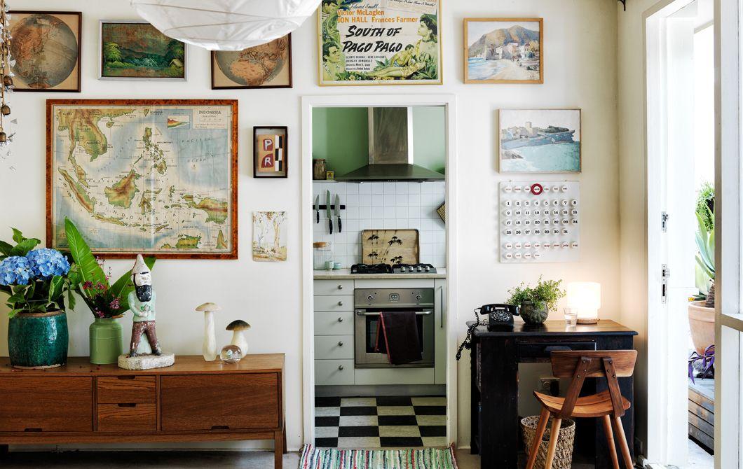 Boekenkast Voor Uitnodigend : Stal prenten planten en objecten uit om je interieur een ontspannen