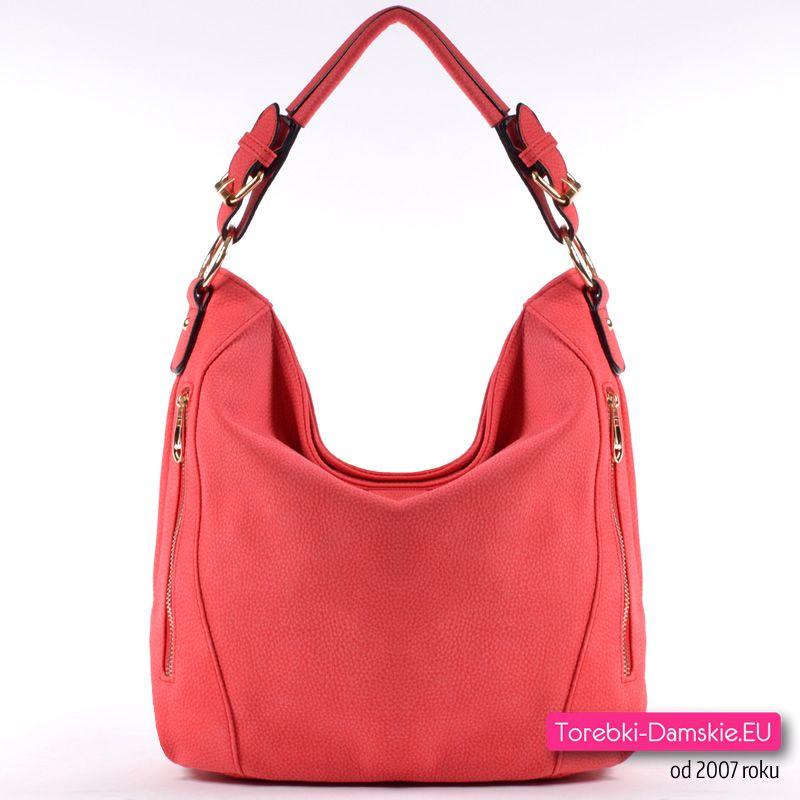 Czerwona torebka średniej wielkości z dwoma paskami (na