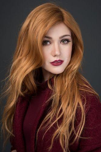 Wunderschone Rotblonde Haare Mit Lippenstift Und Kleidung In