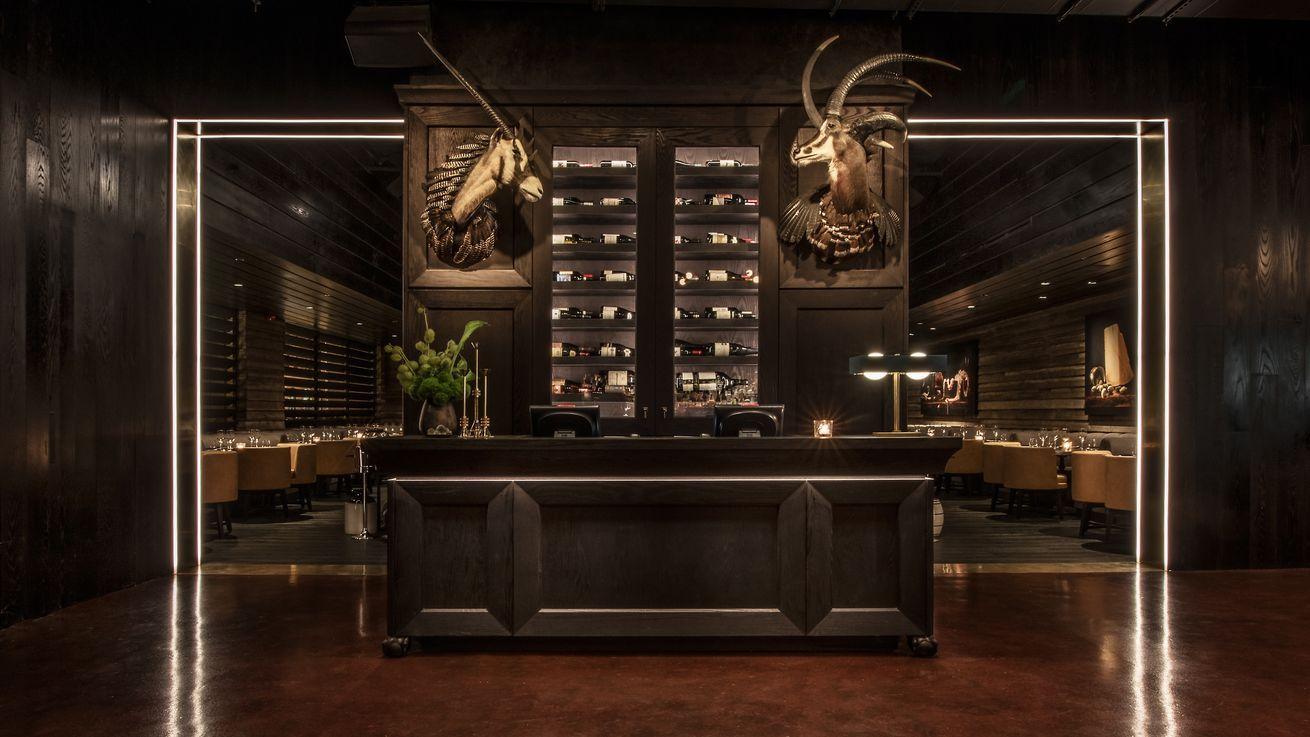 Tour gt prime giuseppe tentori 39 s spin on a chicago - Commercial interior design chicago ...
