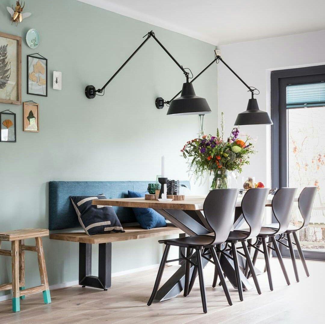 Kussen Achter Rug Op Bank Bij Eettafel En Mogelijke Lamp Thuisdecoratie Binnenhuisarchitect Huis Interieur