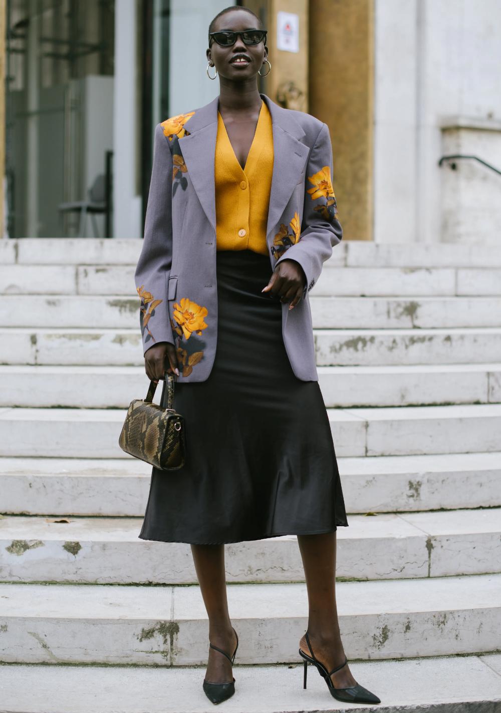 19 semplici idee di outfit con gonna nera per quando hai cinque minuti per vestirti