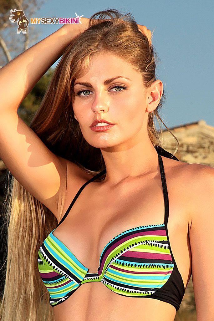 Collection #2015 My Sexy Bikini modèle BALI string-noir-raye-multicolore  #maillotdebain #bikini #sexy #mysexybikini #sea #sex #sun #girl #model #colours #summeriscoming #summer #swimwear #bali