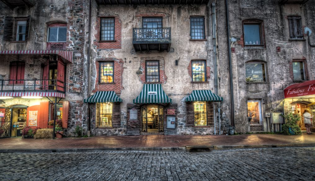 Things To See In Savannah Historic District The Art Galleries On River Street