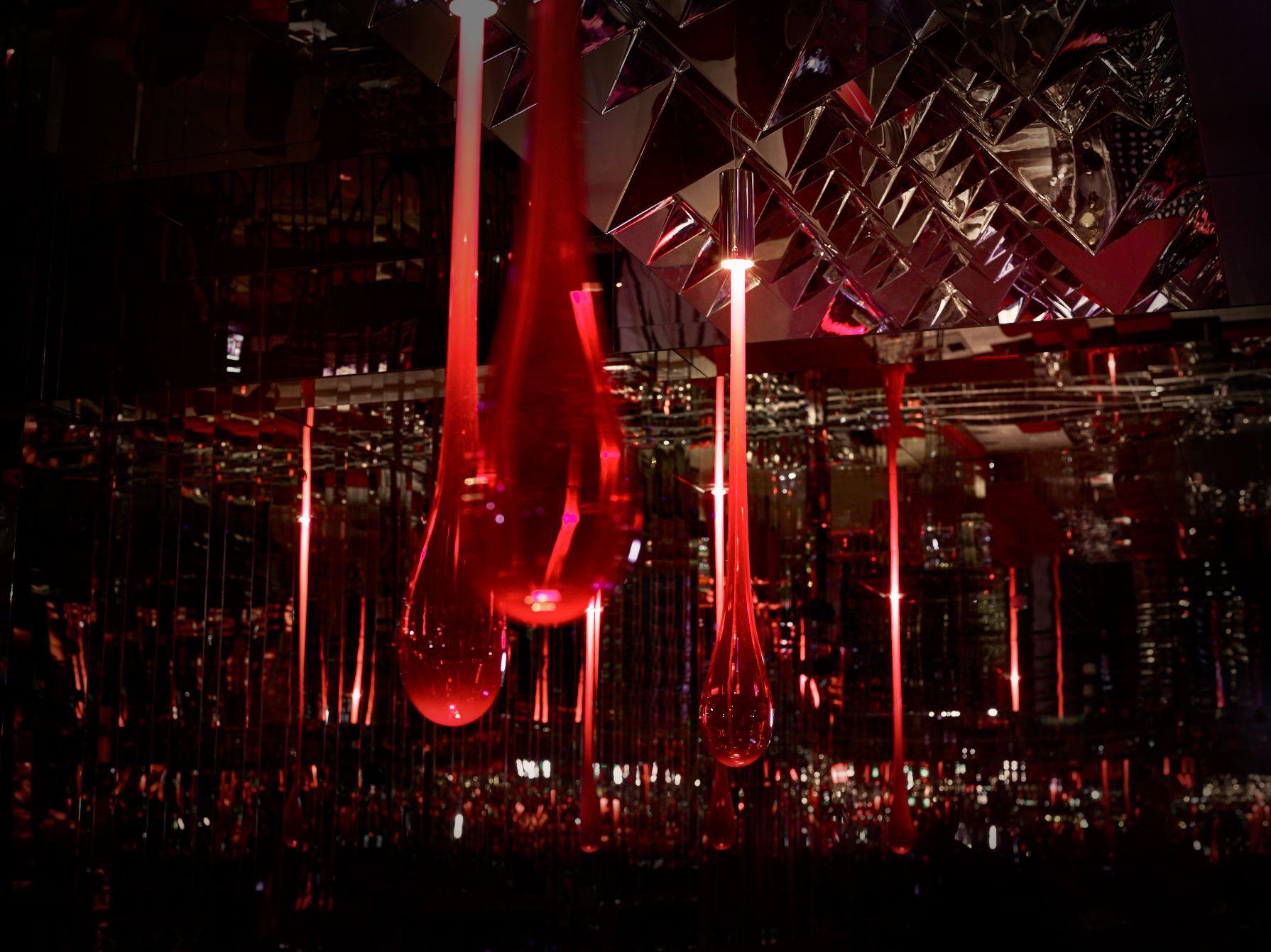 Bar at Kagami Restaurant. Verpan Mirror Sculptures & Leucos Gló ...