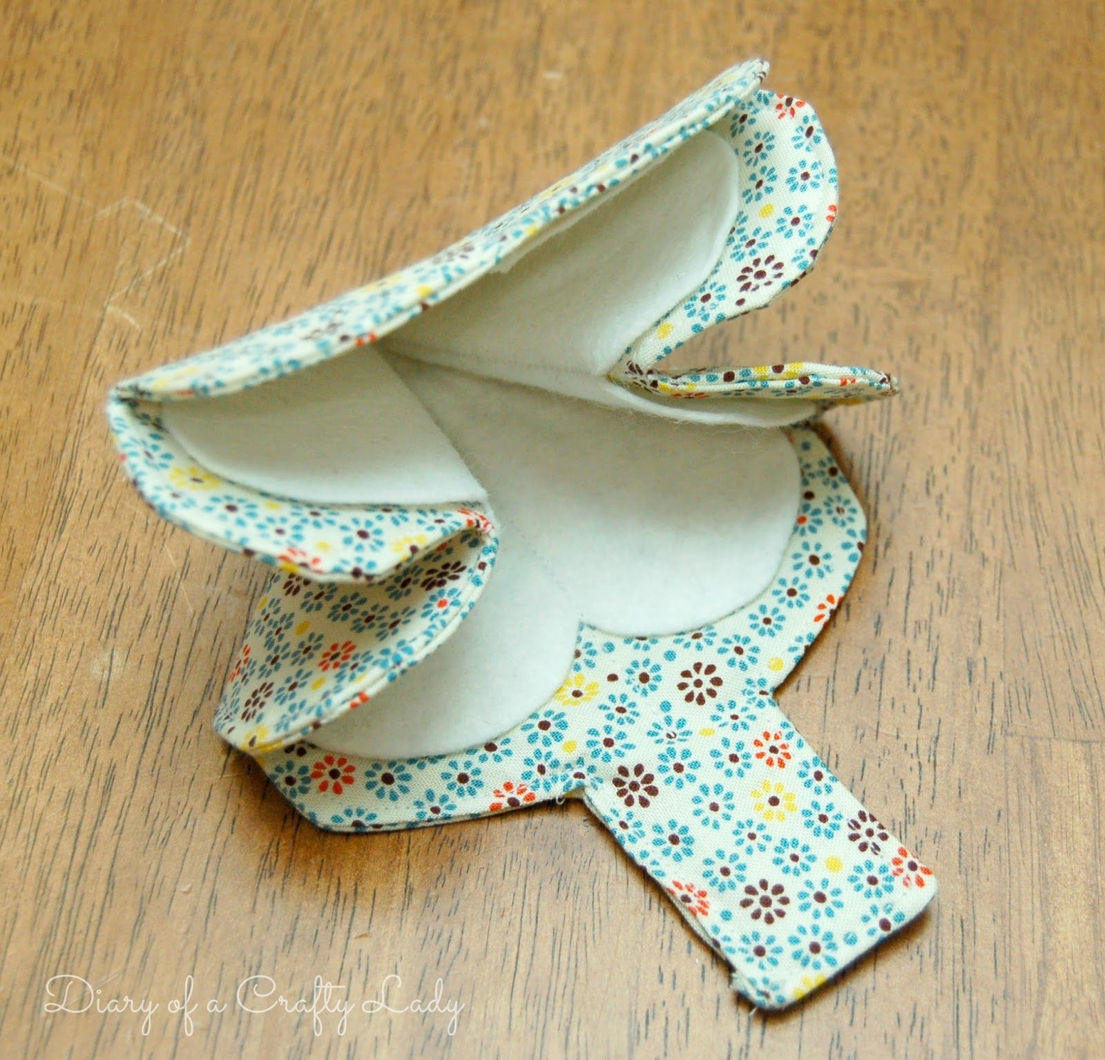 Fold-up+Fabric+Needle+Holder+10b.jpg (1600×1535)