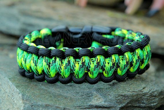 550 ParaCord Purple /& Gecko Colored Round Braided Keychain w// a Metal Clasp
