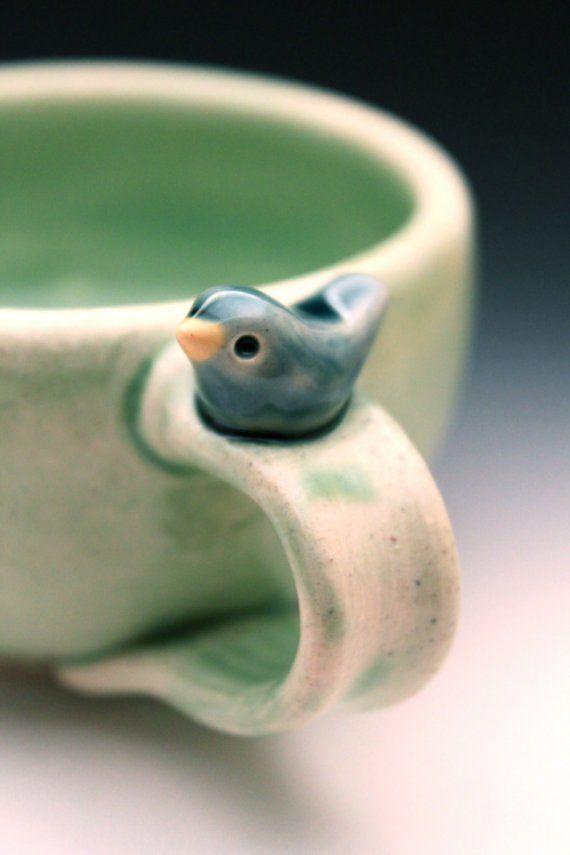 Süße kleine Vogel auf einer handgefertigten Tasse - Sonderanfertigung 3-5 Wochen für die Lieferung - Muttertagsgeschenk - Frühlingsgeschenk