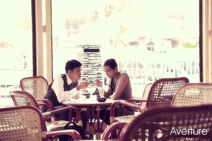 rains studio eternalize your moments - an engagement photo session at Zangrandi Cafe, Surabaya