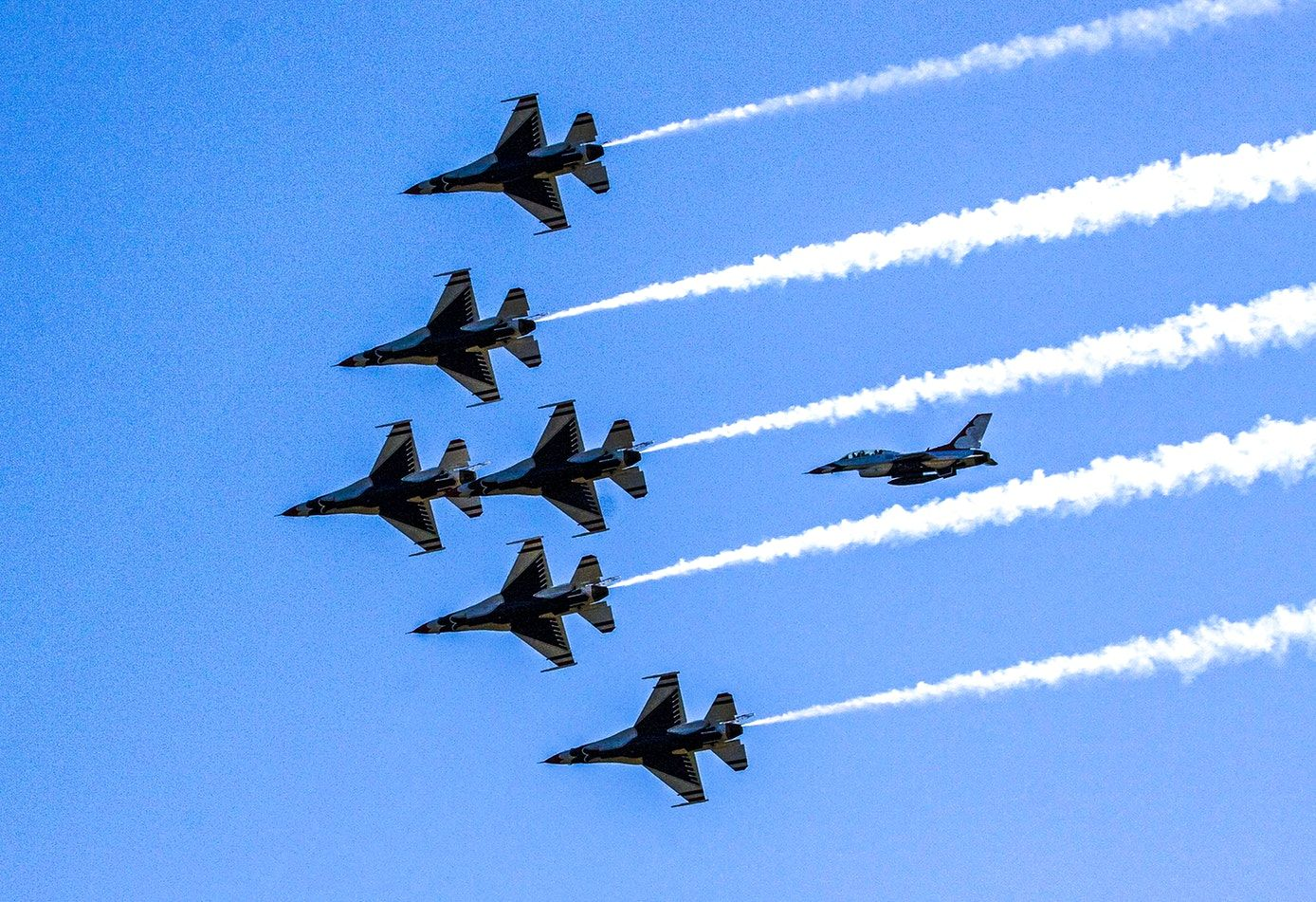 The U S Air Force Thunderbirds Show Their Precision Formation As They Fly Over Nasa S Kennedy Space Center In Florida Ori Kennedy Space Center Air Force Nasa