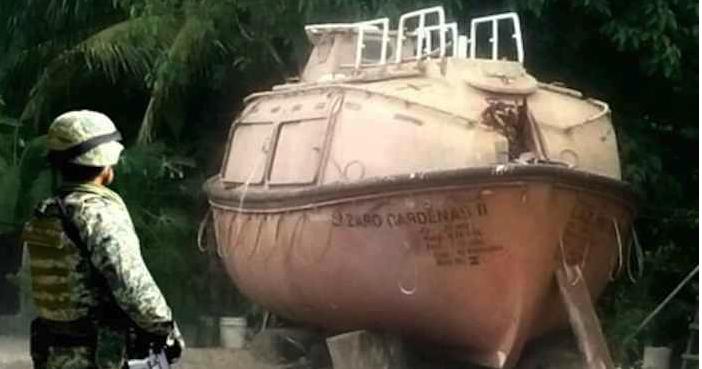 """El submarino era """"hechizo"""", es decir, fue construido con partir de cápsulas submarinas utilizadas en Petróleos Mexicanos (Pemex)."""