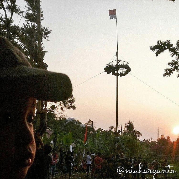 """""""Dia sore itu... #dZaudan #qurrataayun #latepost #70thindonesiamerdeka #panjatpinang"""""""