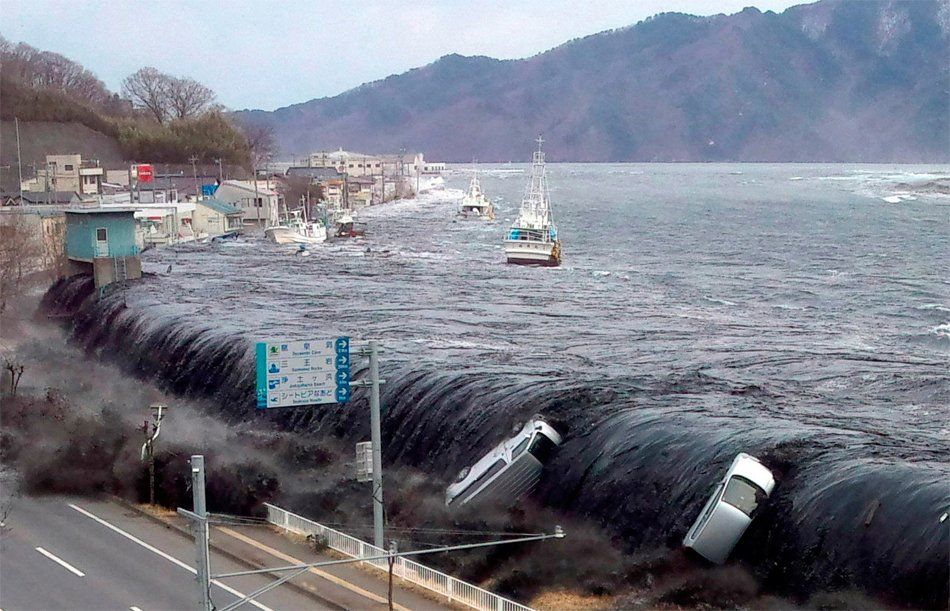 20 Of The Most Terrifying Natural Disasters Tsunami Natural Disasters Nature