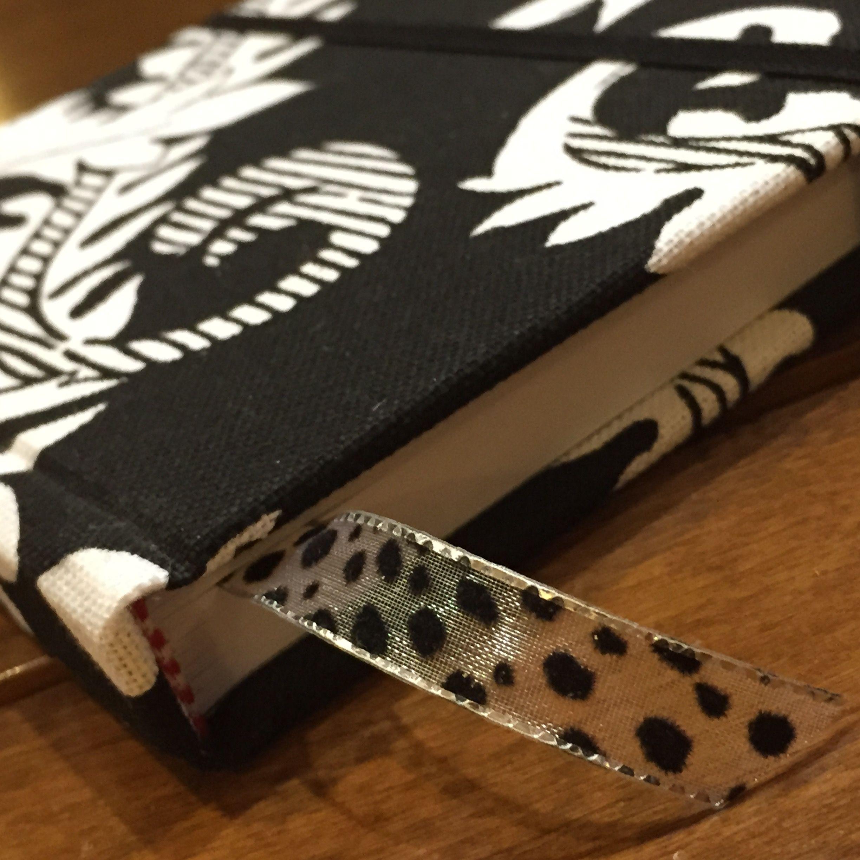 Cuaderno artesanal, forrado en tela con cinta animal print de terciopelo!