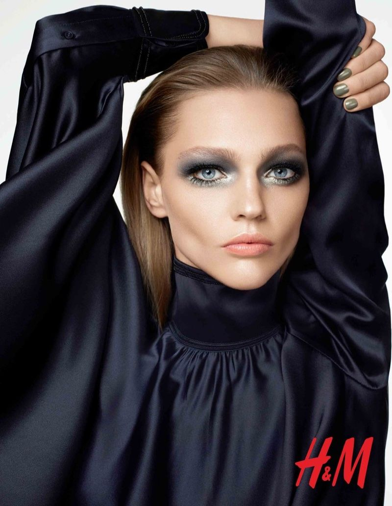 The Russian model wears metallic eyeshadow in this picture.