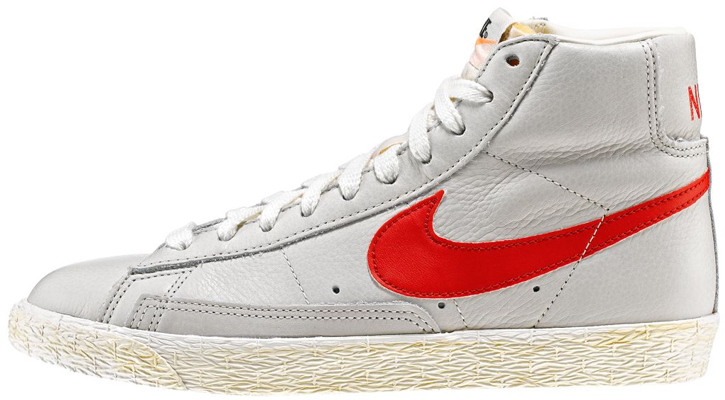 AW LAB Exclusive edition  Sneaker di ispirazione basket, le Nike Blazer Mid Vintage sono un classico Nike totalmente rinnovato in stile vintage! Tomaia in pelle con logo in pelle su entrambi i lati. Lettering sul retro. Suola in gomma vulcanizzata.    Prezzo: 100,00€    SHOP ONLINE:  WOMAN http://www.aw-lab.com/shop/new-now/nike-w-blazer-mid-leather-vintage-5030414    MAN http://www.aw-lab.com/shop/new-now/nike-blazer-mid-leather-vintage-8030014