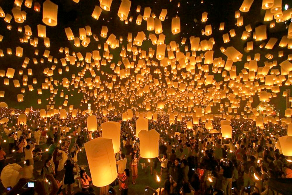 Thailand - Yi Peng (Floating Lights Festival) - 2nd month of the Thai Lanna calender (typically November)