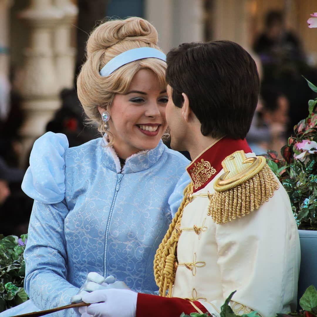 L Image Contient Peut Etre Une Personne Ou Plus Personnes Debout Enfant Et Plein Air Disney Friends Disney Face Characters Disney Aesthetic