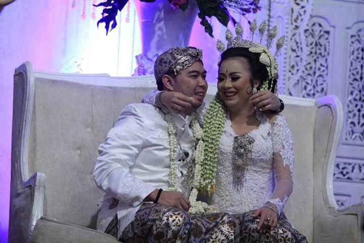 Prosesi Menyuapkan Makanan Pada Pernikahan Adat Sunda Disebut