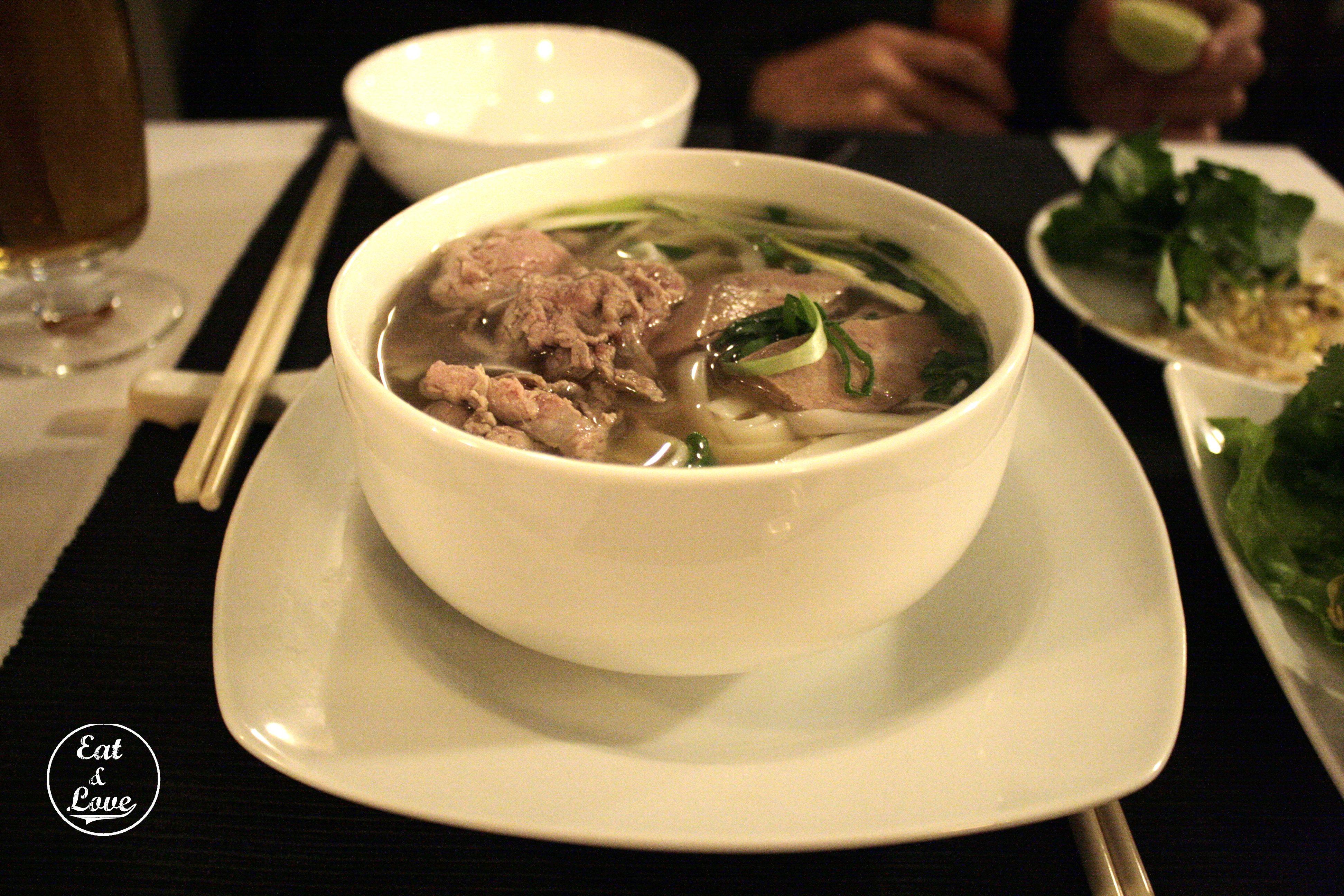 Sopa con tallarines y ternera - Restaurante Vietnam - Madrid