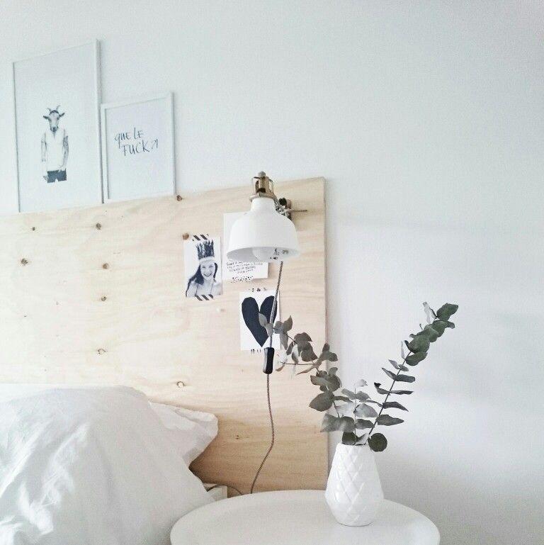 Wood headboard bedroom Pinterest Schlafzimmer, Betten und Oase - schlafzimmer einrichtung nachttischlampe