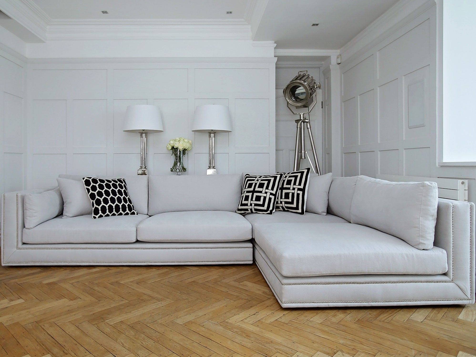 http://www.sweetpeaandwillow.com/sofas-seating/sofas/bancroft-sofa ...