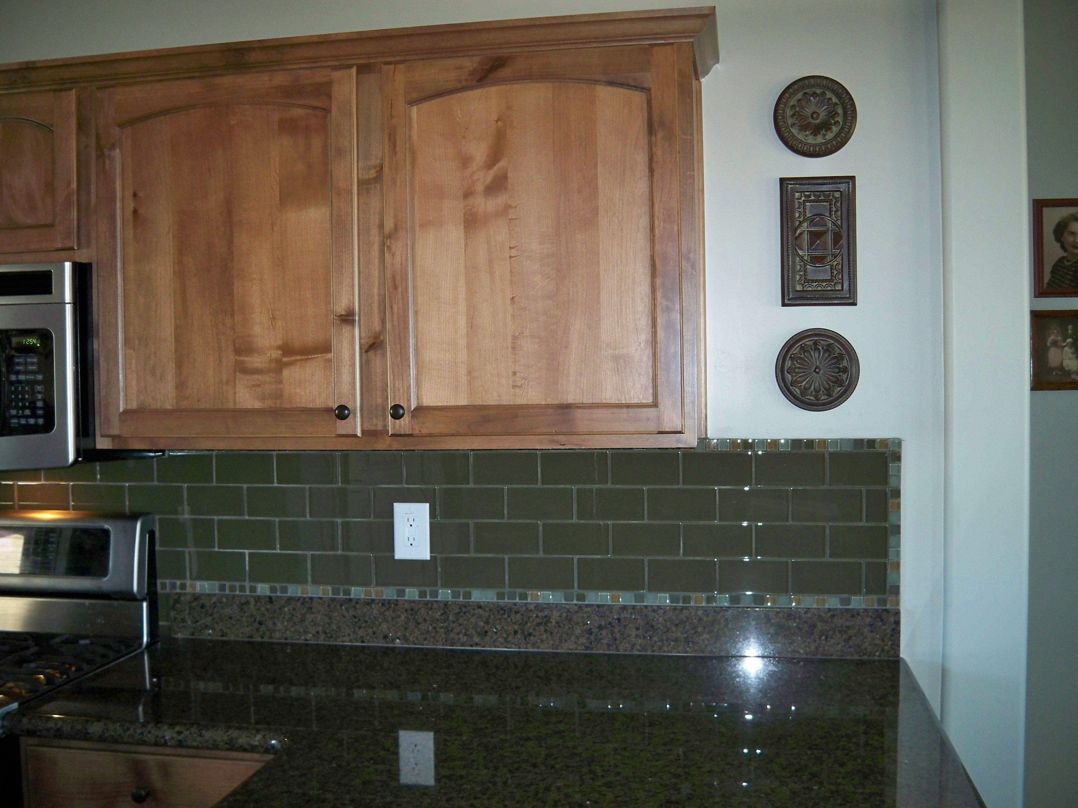 Glass tile kitchen backsplash, Feb. 2013. By Mingus Tile