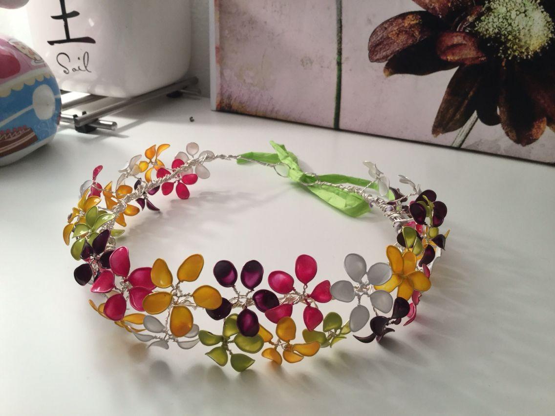 Blumenkranz aus Draht Blüten mit Nagellack gefärbt | Eins, zwei ...