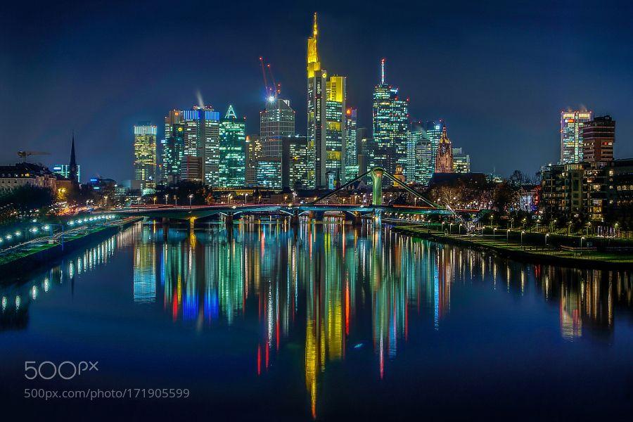 Blue Hours Frankfurt am Main by mohamedelbarkani (mit