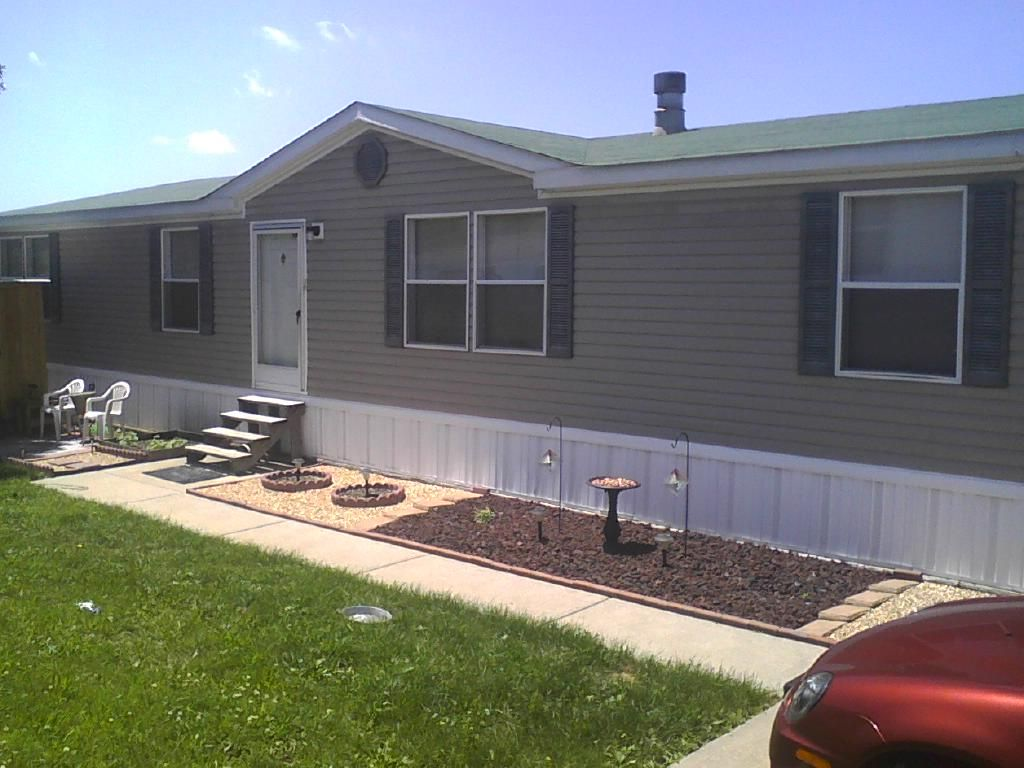 Front 1999 oakwood mobile manufactured home in o fallon