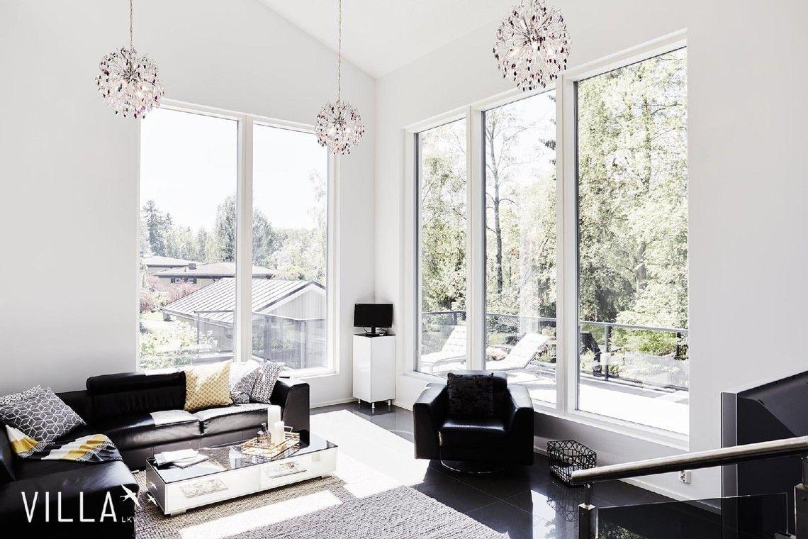 Hulppea huonekorkeus ja suuret ikkunat olohuoneessa - Etuovi.com Ideat & vinkit