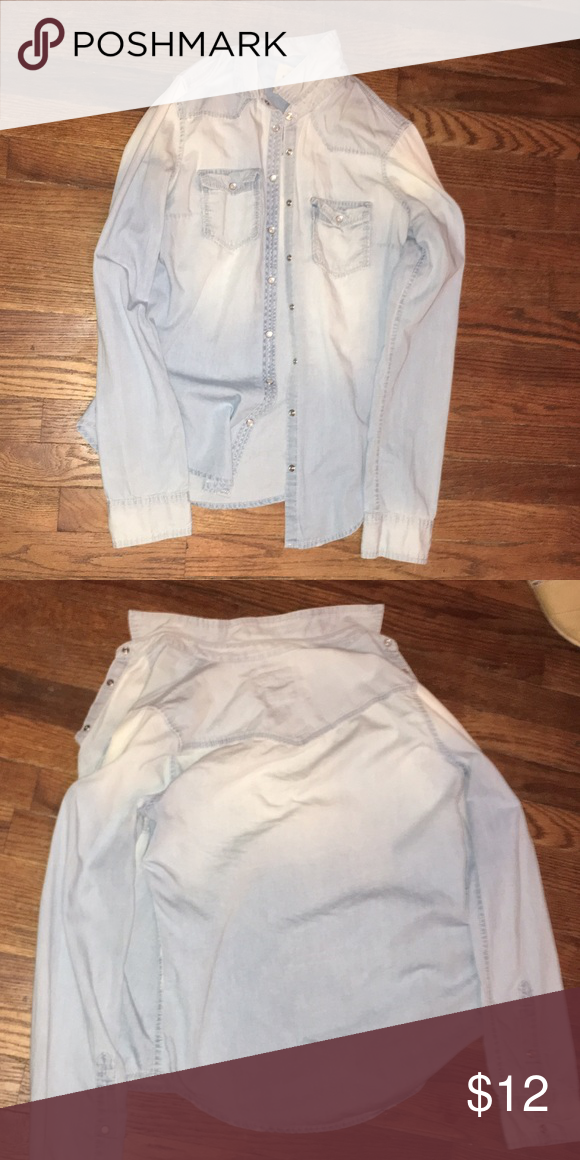 Hollister S Denim Shirt In good condition! It's lighter on the top part but it's not bleached,it just came that way.Perfect for the fall weather!🍃🍂🍁 Hollister Tops Button Down Shirts