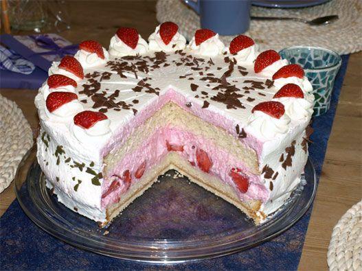 Strawberry Cake Recipe: A light strawberry cake with sponge cake base and yoghurt cream …