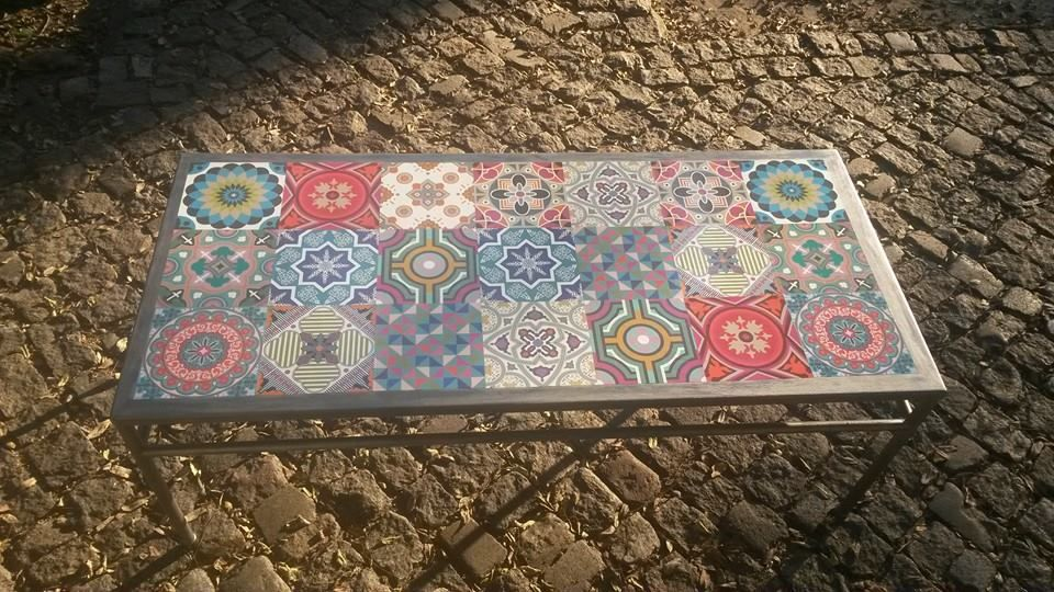 Mesa de hierro pintada luego patinada con grafito y - Mesas con azulejos ...