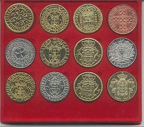 moedas portuguesasO uso da palavra real como unidade monetária deriva da palavra real no sentido de realeza. Sendo pela primeira vez registrada por escrito, no sentido monetário, em 1339 , durante o reinado de D. Afonso IV de Portugal (1325-57). -