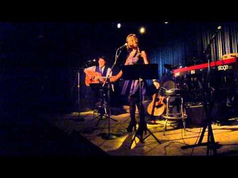"Nashville Flipside Presents Lacey Mason Acoustic ""LIVE"" from Douglas Corner"