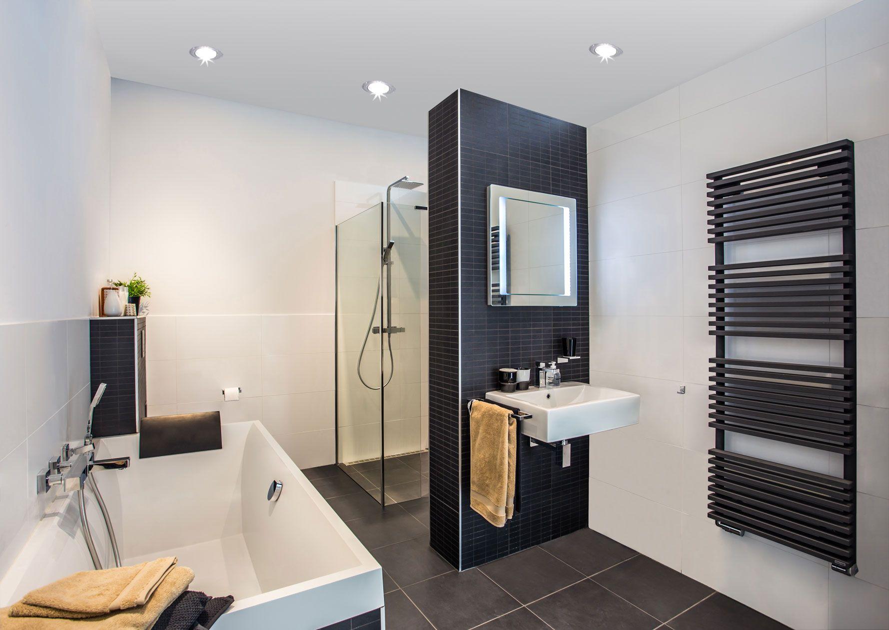 Zwarte Tegels Badkamer : Een badkamer met een wow effect dit wordt voornamelijk gecreëerd